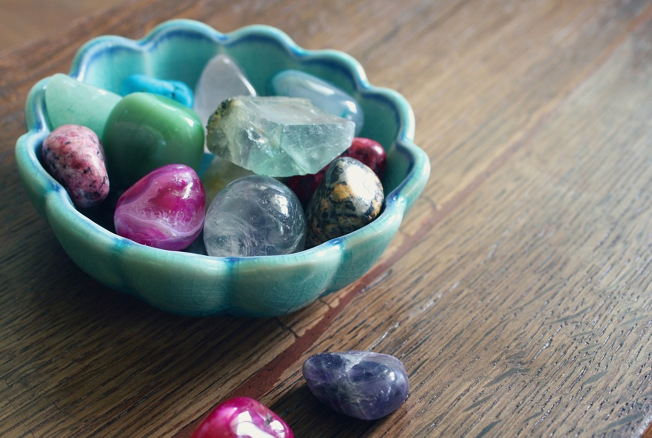 Reiki session with crystals