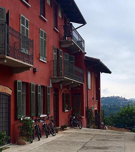 L'Acino d'Uva | Wine Farmhouse in Monferrato