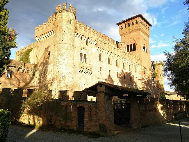 Castello di Gabiano | Soggiorni e Degustazione Vini nel Monferrato